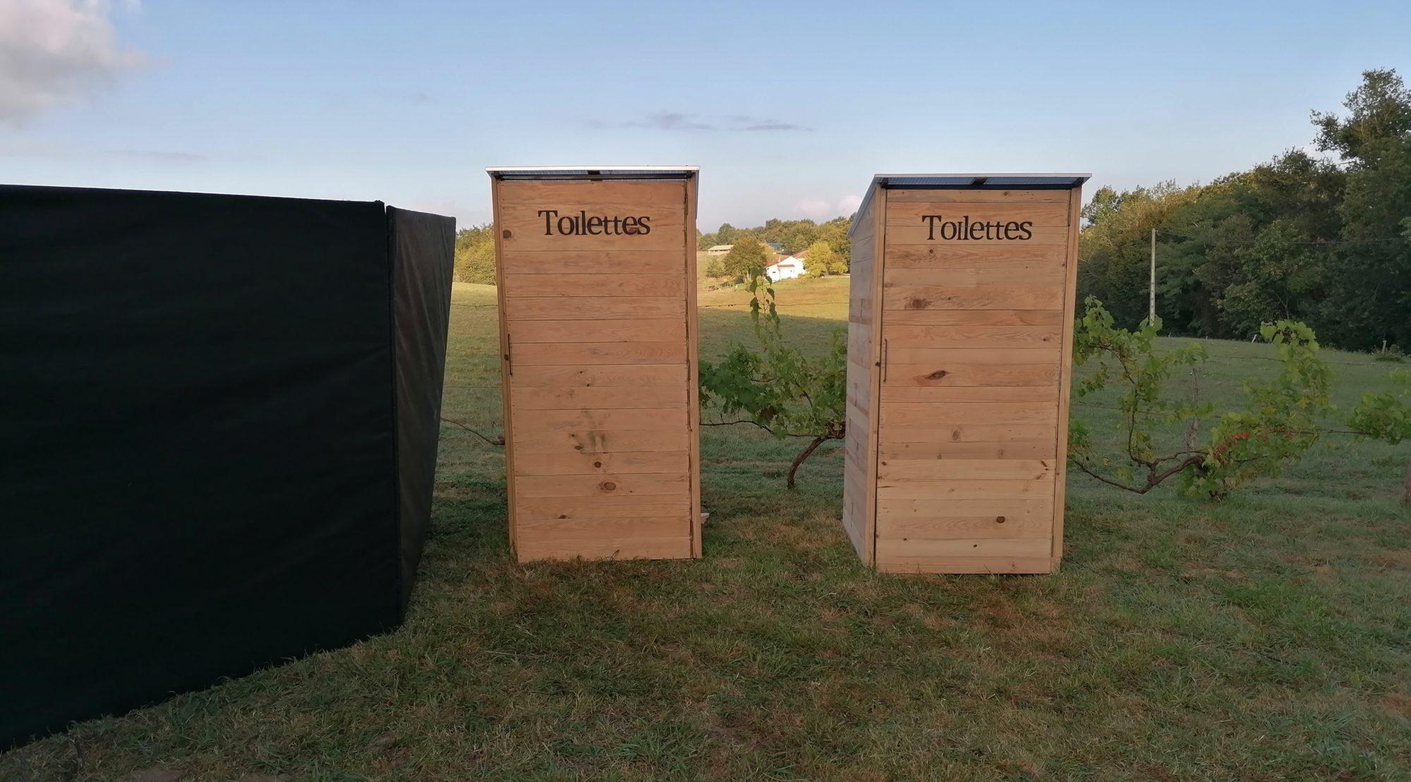 Toilettes seches, douches estivales et urinoirs sans eau